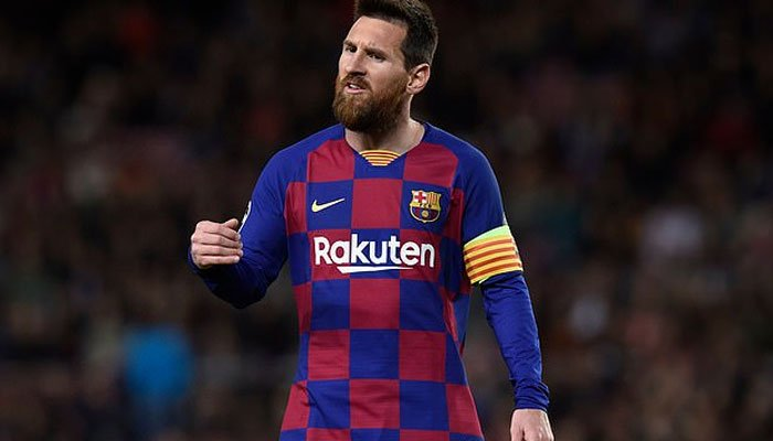 Messi celebrates 700-game glory with Barca win