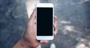 'Smartphone pinky' and other injuries caused by excessive phone use